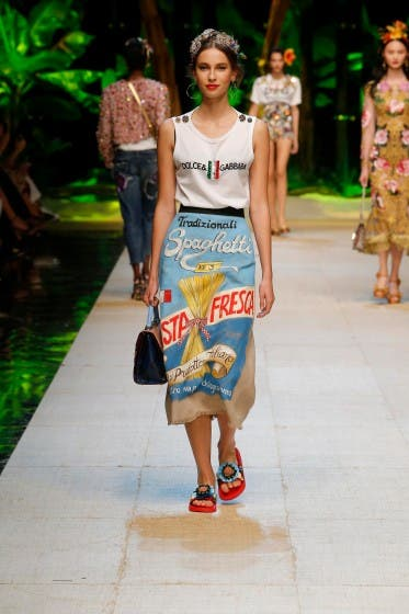 http://fast.dolceandgabbana.com/wp-content/uploads/dolce-and-gabbana-summer-2017-women-fashion-show-runway_feed_1-373x560.jpg