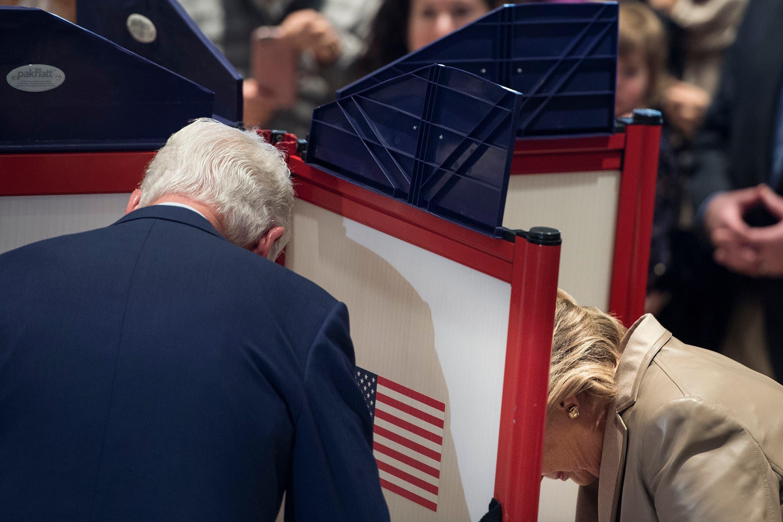 هیلاری کلینتون و شوهرش پای صندوق رای