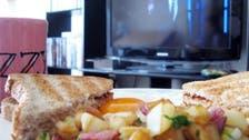 صحت کا خیال رکھیں، ٹی وی دیکھتے ہوئے کھانا مت کھائیں!