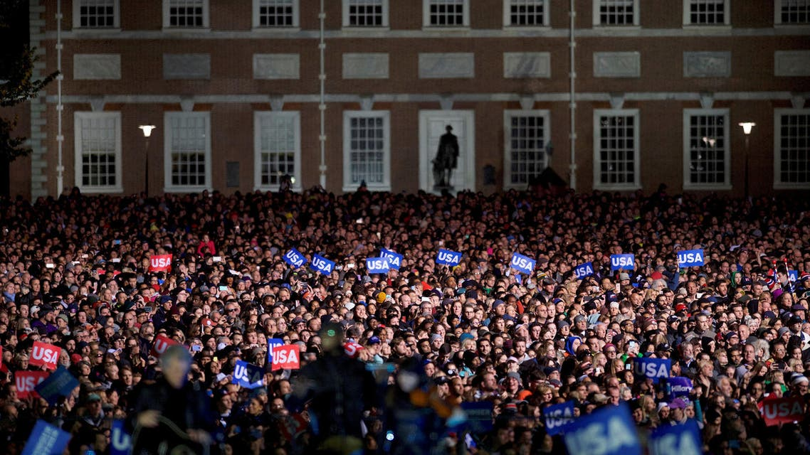 Thousands listen to U.S. Democratic presidential candidate Hillary Clinton's speech at her final rally at Independence Hall on the eve of election day in Philadelphia, Pennsylvania, U.S. November 7, 2016. (Reuters)