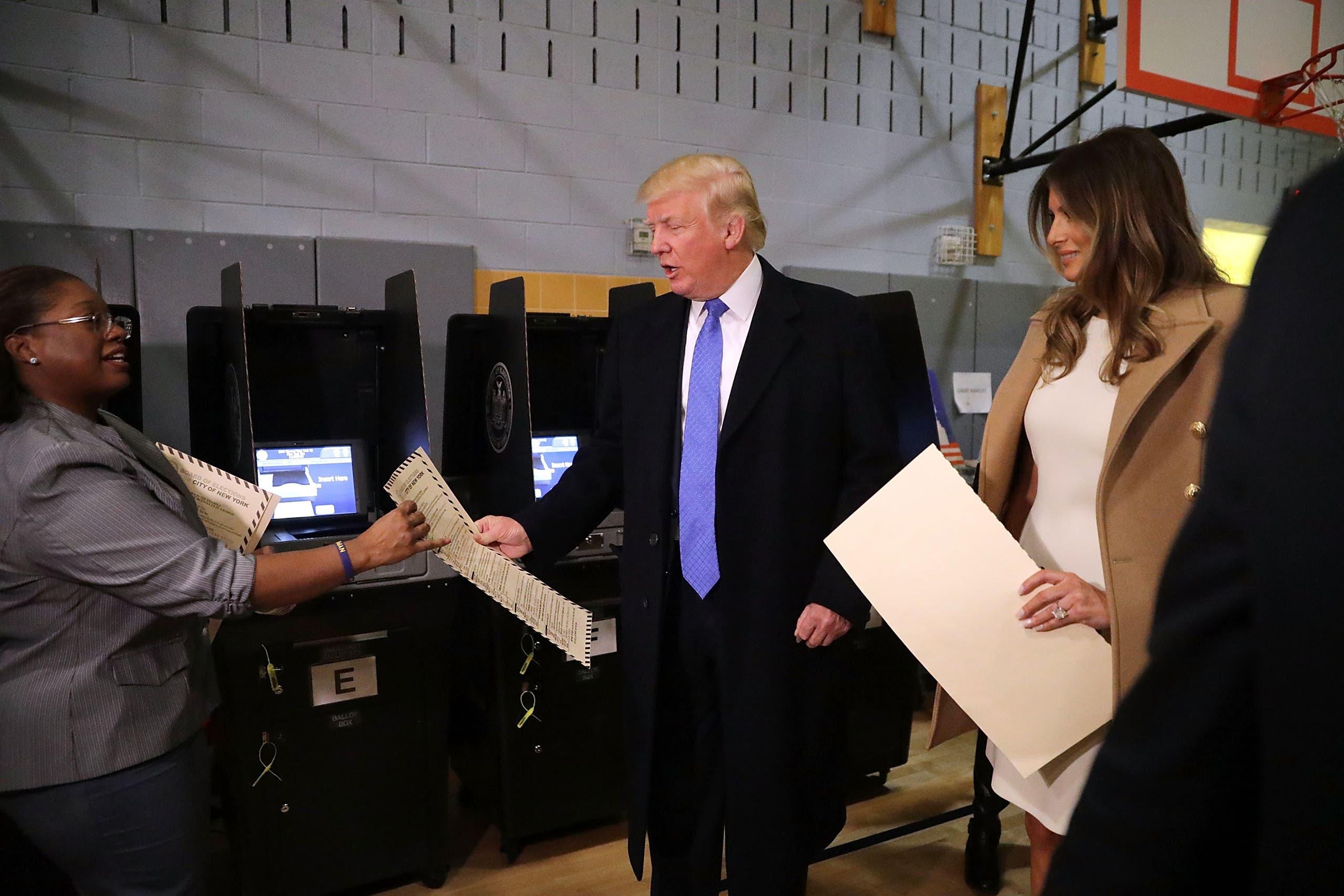 ترامپ و همسرش پای صندوق رای