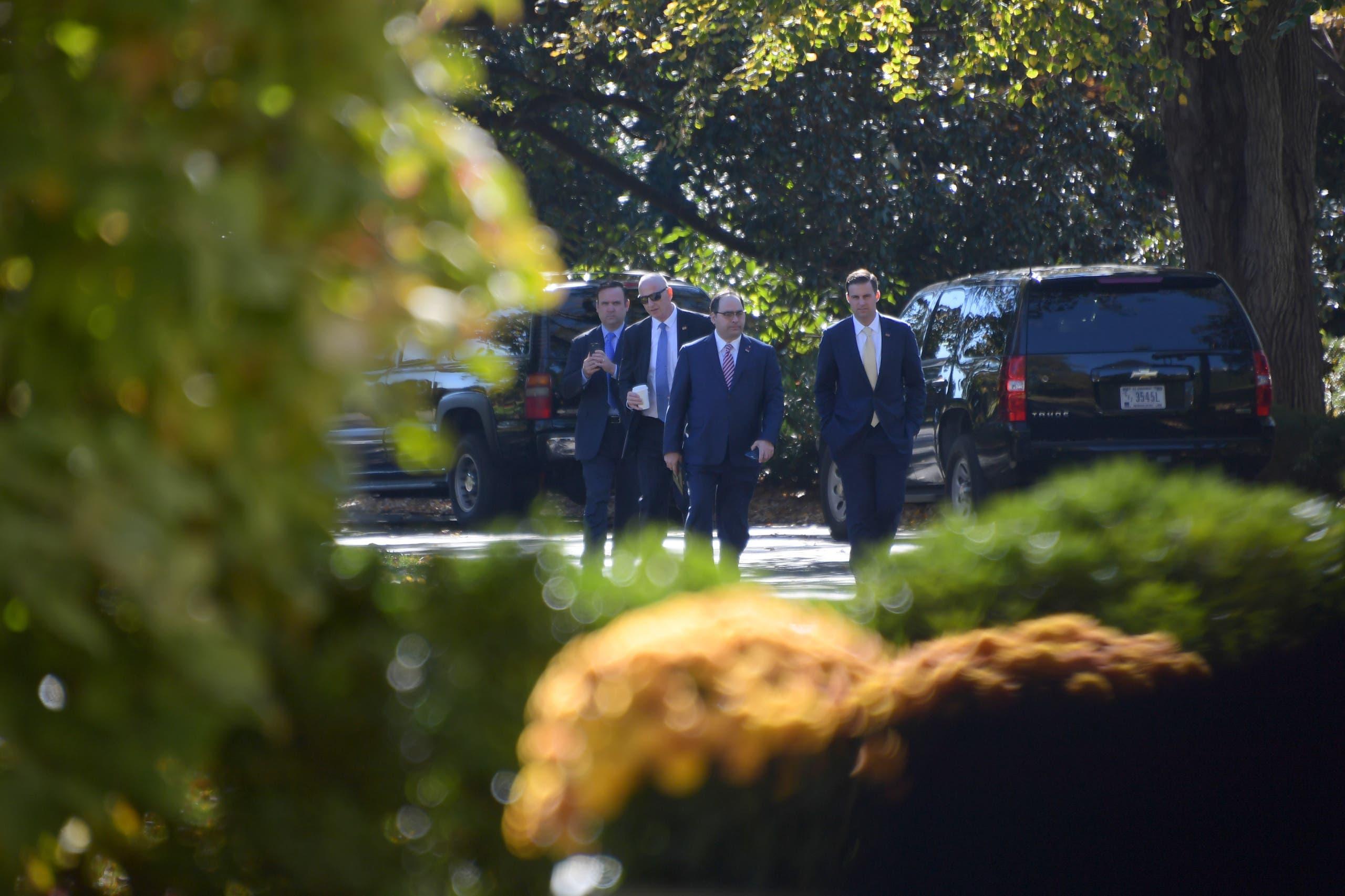 مساعدو ترمب يدخلون البيت الأبيض للمشاركة في الاجتماع حول ترتيبات انتقال السلطة