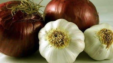 8 أطعمة تقي من سرطان القولون.. منها البصل والثوم