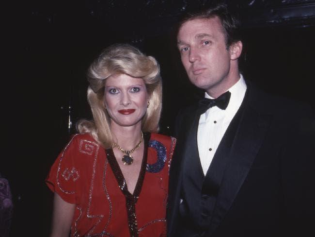 ترمب وإيفانا في لقطة أثناء زواجهما عام 1984