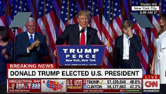 هو يخطب وابنه الأصغر يتلوى من التعب والنعاس، ولا يعير أهمية لأي كلمة يقولها الأب المنتخب