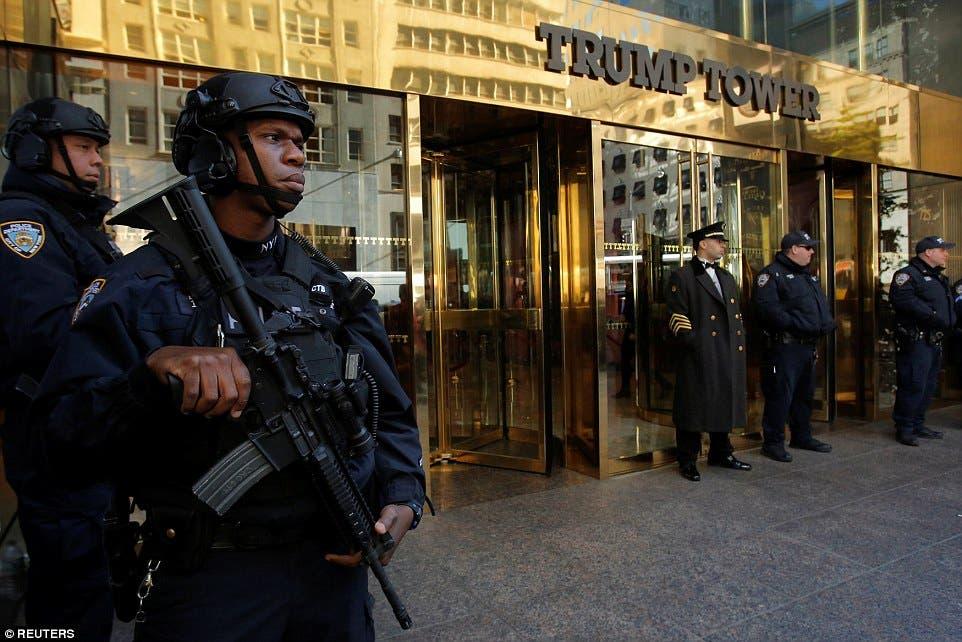 شرطة مدججة بالسلاح لتفتيش الداخلين للبرج
