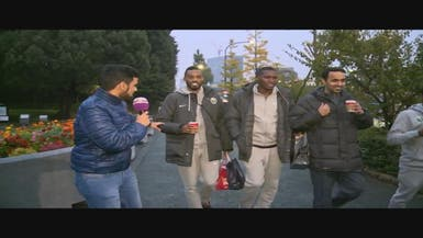 """كاميرا """"العربية"""" ترافق لاعبي الأخضر في أسواق طوكيو"""