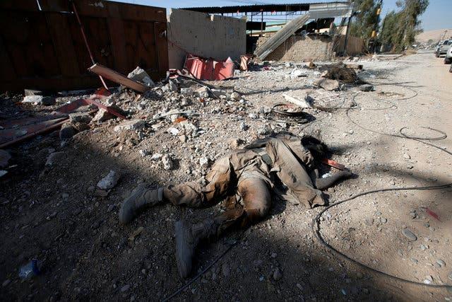 جثة عنصر داعشي شرقي الموصل