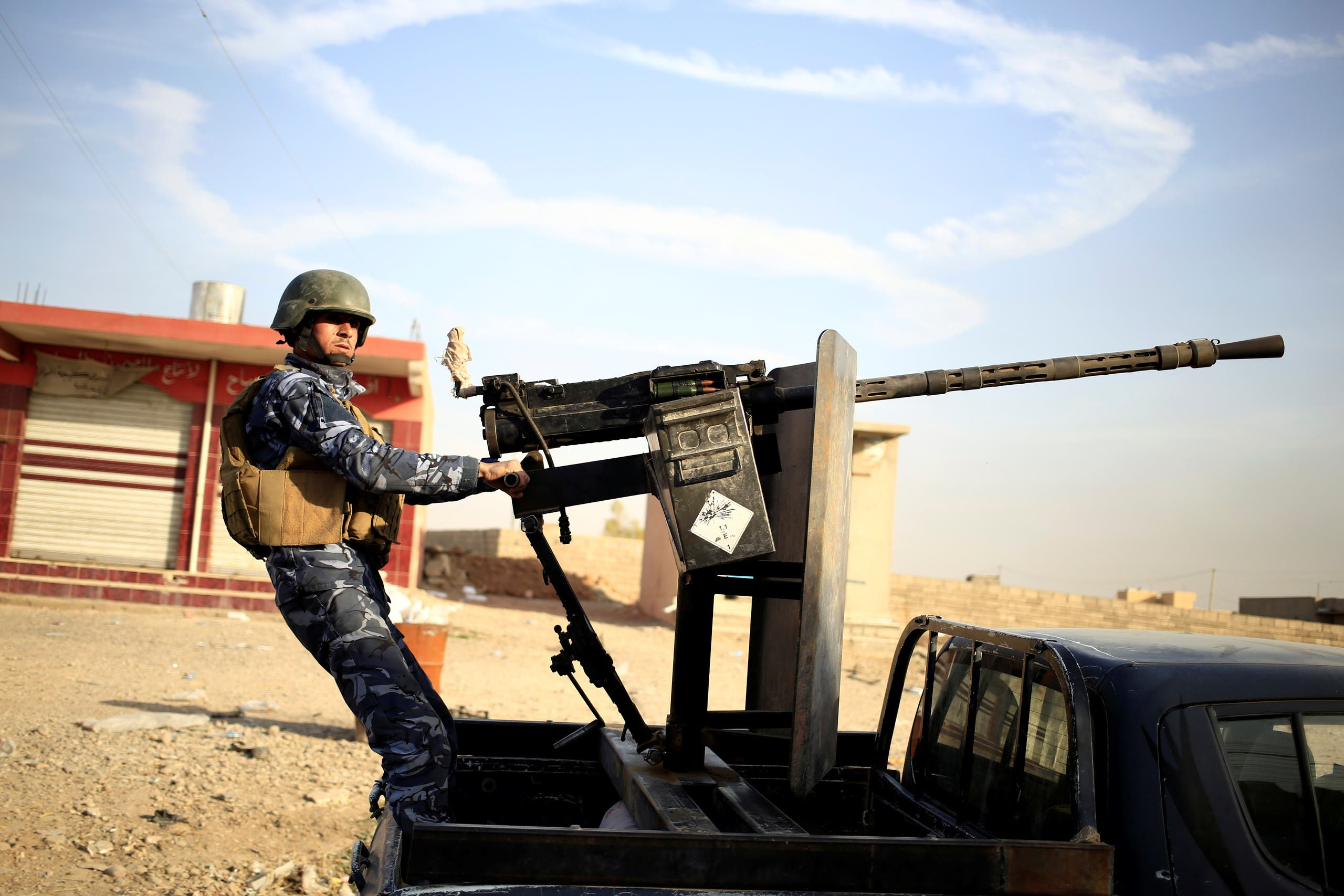 عنصر من القوات العراقية قرب الموصل
