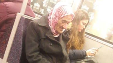صورة مؤلمة من ألمانيا.. بماذا يفكّر هذا المسن السوري؟