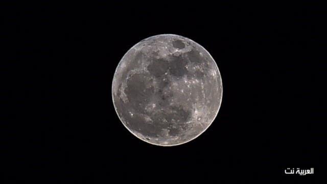 القمر العملاق الذي ظهر مساء الاثنين