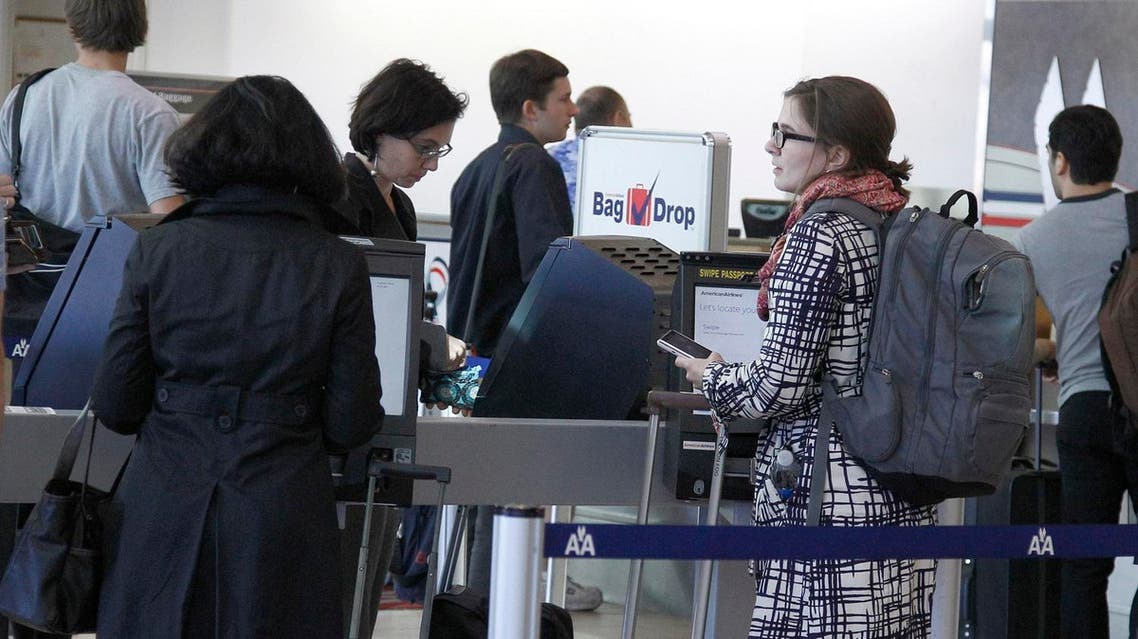 Travelers line up at an American Airlines counter at Will Rogers Airport in Oklahoma City. (File photo: AP)