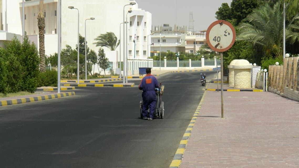 عامل نظافة في مصر - توضيحية - آي ستوك