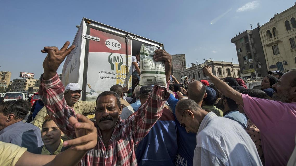 Egyptians buy sugar from a truck in the capital Cairo on October 26, 2016, as the country suffers from a sugar shortage. (AFP)