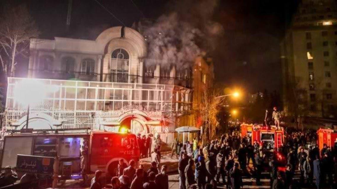 صورة من اقتحام وحرق السفارة السعودية في طهران