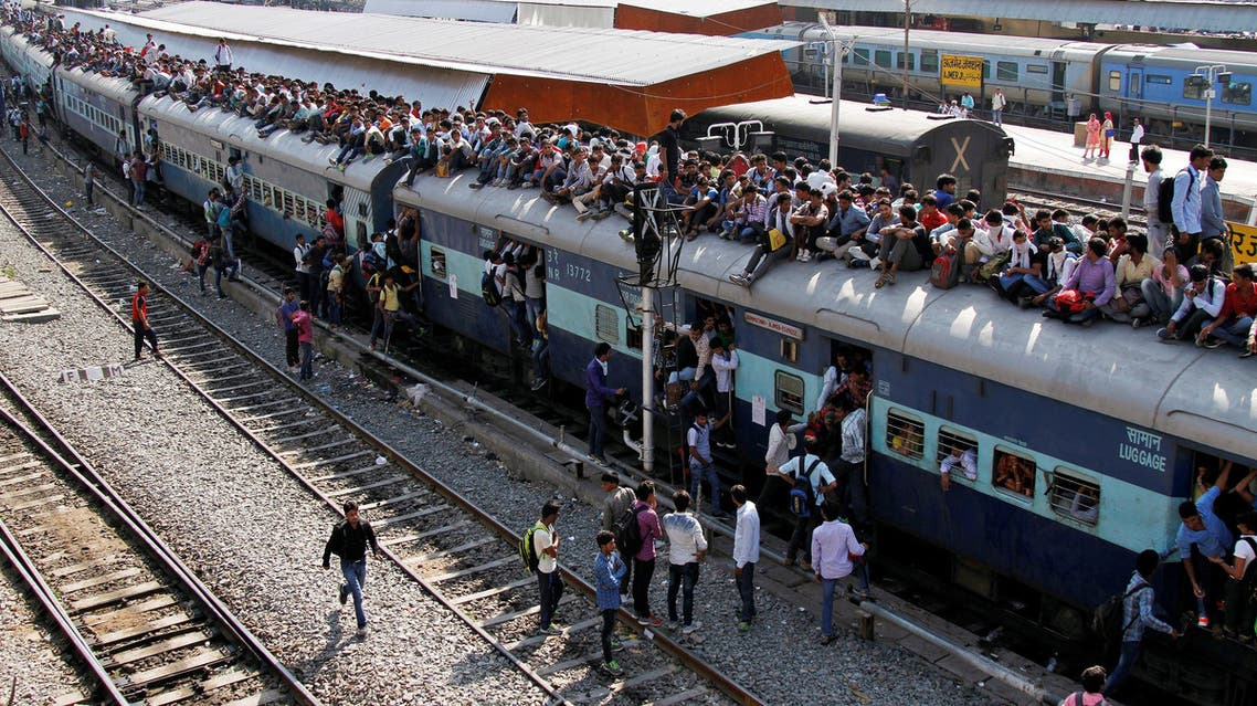 Passengers board an overcrowded train at a railway station in Ajmer, India, October 23, 2016. REUTERS