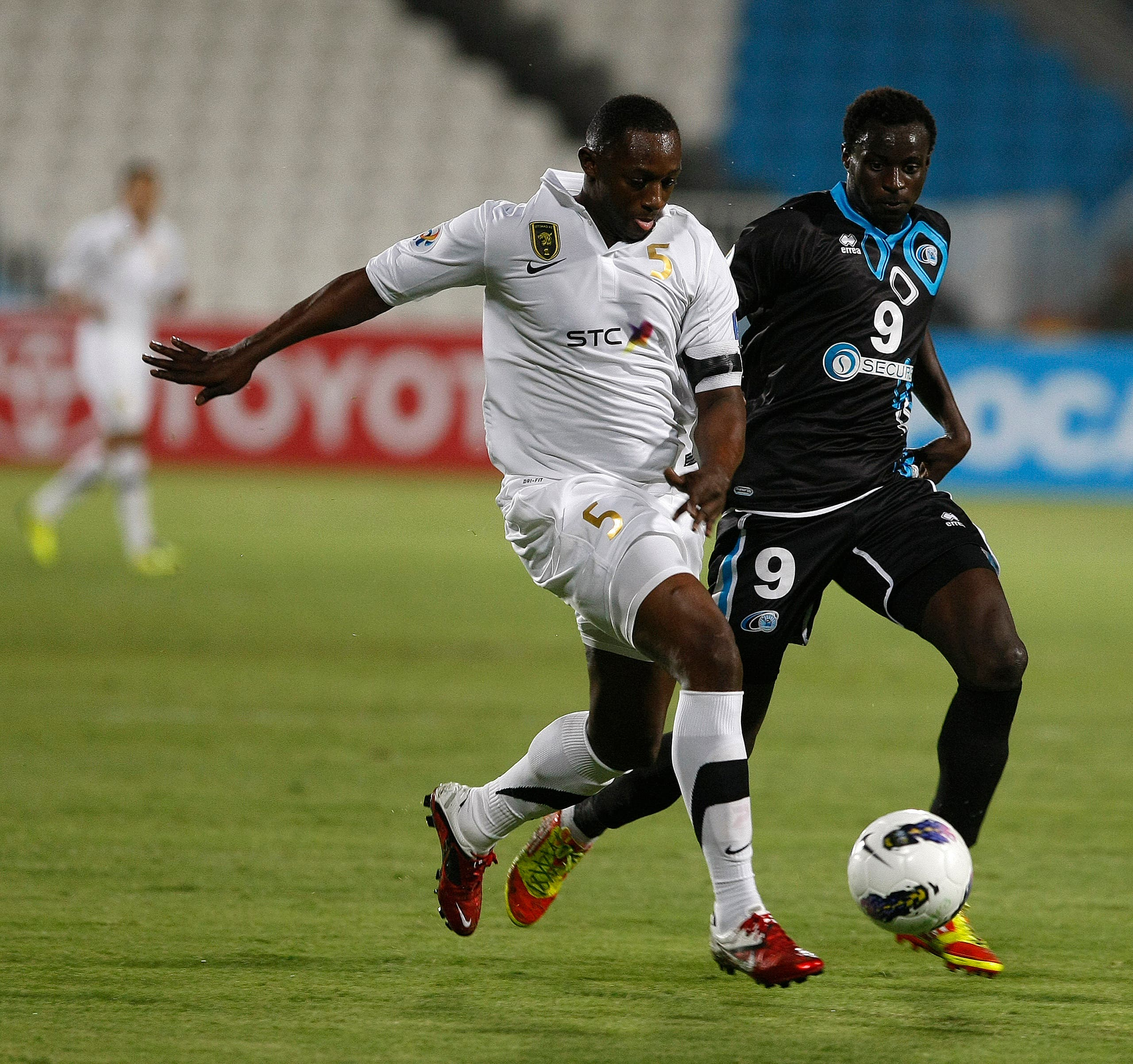 UAE's Baniyas club player Andre Senghor (R) fights for the ball with Saudi Arabia's Al-Ittihad club player Osama Harbi (L) during their Group B, AFC Champions League football match in Abu Dhabi on April 17, 2012. AFP