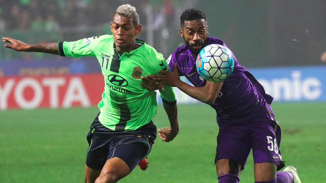 Jeonbuk Hyundai Motors' Ricardo Lopes (L) vies for the ball with Al Ain's Mohammed Fayez (R) during the AFC Champions League Final 1st Leg football match in Jeonju on November 19, 2016. Brazilian forward Leonardo hit a blistering second-half double as Jeonbuk Hyundai Motors came from behind to beat Al Ain 2-1 and grab the initiative in the two-legged AFC Champions League final on November 19. YONHAP / AFP