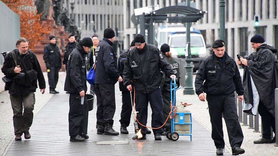 عناصر من الشرطة الألمانية في حالة تأهب في شوارع برلين (أرشيفية) police berlin germany
