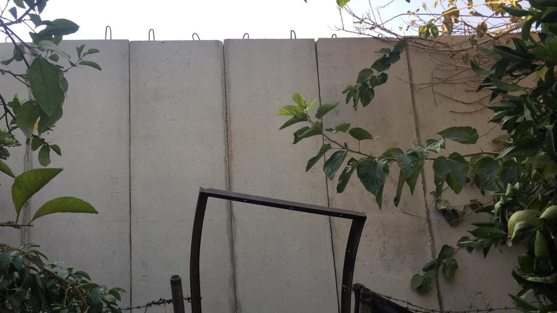 """A picture taken on November 21, 2016 shows a building structure at the Palestinian Ain al-Hilweh refugee camp, near the Lebanese southern coastal city of Sidon. Lebanon is building a wall near the country's largest Palestinian refugee camp to prevent jihadist infiltrations, a military source said, as some denounced a """"wall of shame"""" like Israel's separation wall. (AFP)"""