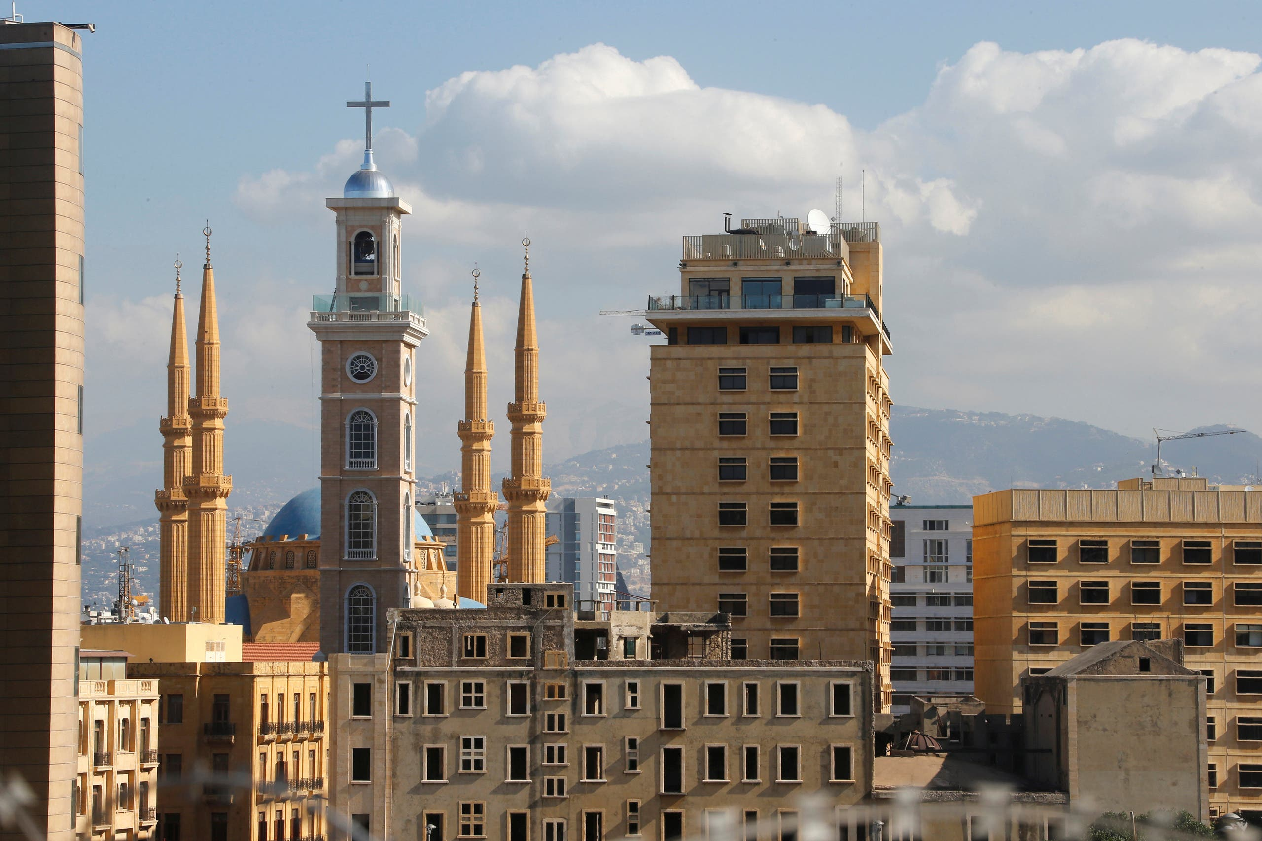 Saint George Maronite Cathedral's new bell tower is pictured near al-Amin mosque in downtown Beirut, Lebanon November 17, 2016. Picture taken November 17, 2016. REUTERS/Mohamed Azakir