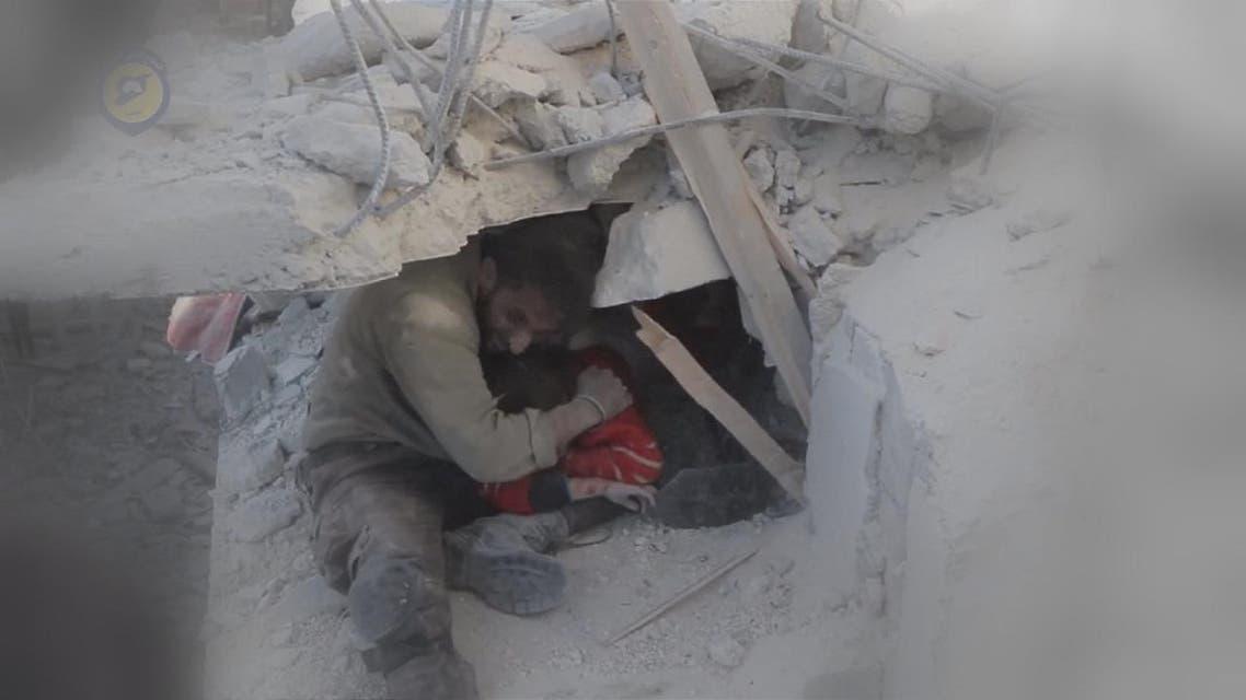 THUMBNAIL_ شاهد.. انقاذ طفلة من تحت الأنقاض في حلب