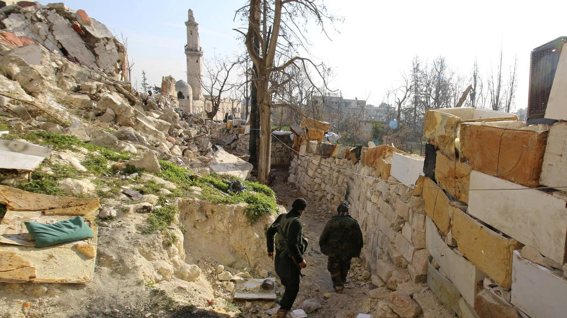 Rebel fighters of the Jabha Shamiya walk within the compound of the justice palace in the old city of Aleppo, Syria January 28, 2016. REUTERS/Abdalrhman Ismail/File Photo