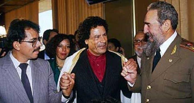 في 1986 بهافانا، مع العقيد الليبي الراحل معمر القذافي