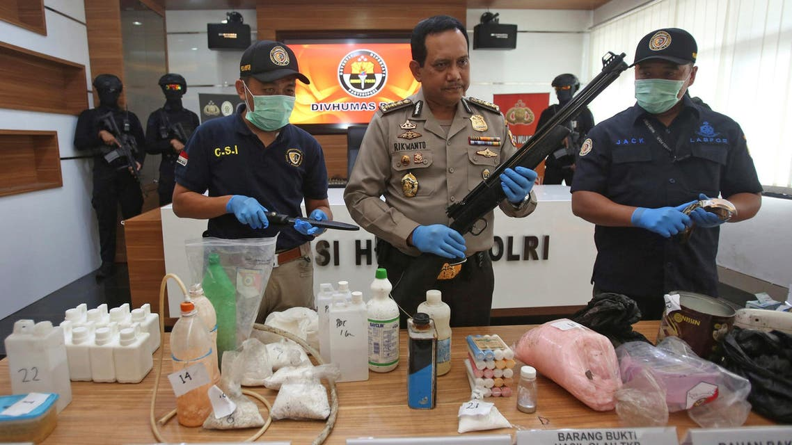 Indonesian police show items recently seized, including weapons and bomb-making materials, that they say were intended for use to attack government buildings and the Myanmar embassy, at police headquarters in Jakarta, Indonesia November 25, 2016 (Reuters)