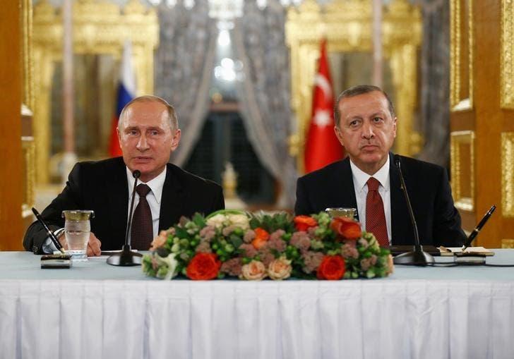 الرئيسان التركي رجب طيب إردوغان (يمينا) والروسي فلاديمير بوتين في مؤتمر صحفي مشترك في اسطنبول يوم 10 أكتوبر/تشرين الأول 2016