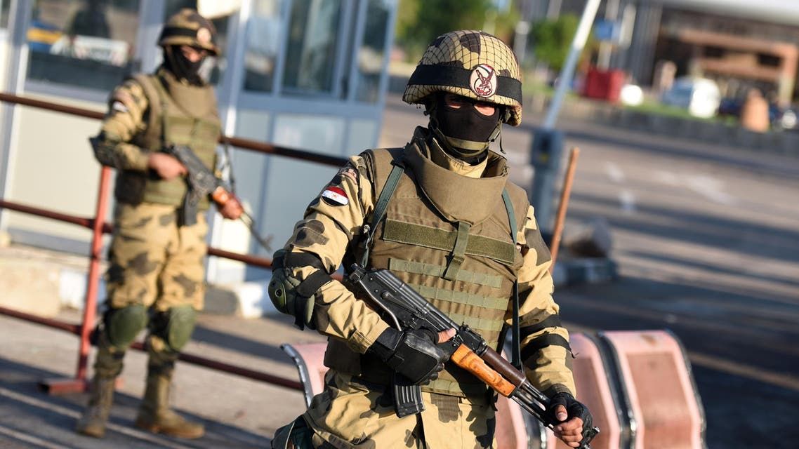 Egyptian army special forces man a temporary checkpoint outside Sharm el-Sheikh airport where the doomed Russian plane took off before crashing last month, as President Abdel Fattah al-Sisi visits on November 11, 2015. The Egyptian president pledged a transparent probe into the Russian plane crash and cautioned against hasty conclusions as foreign governments, including Britain, said a bomb probably brought down the plane on October 31 after it took off from the airport of Egypt's Sinai coastal resort. AFP PHOTO / MOHAMED EL-SHAHED  MOHAMED EL-SHAHED / AFP
