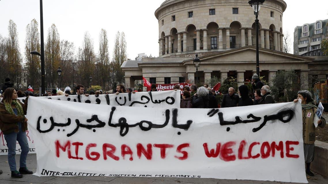 demonstration in support of migrants and refugees in Paris on November 26, 2016 فرنسا باريس ترحيب ترحب لاجئين لاجئون مهاجرون مهاجرين