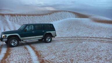 بالفيديو.. الثلوج تكسو الرمال في السعودية