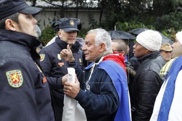 الشرطة حاولت منع التصعيد في ظل تبادل الشتائم