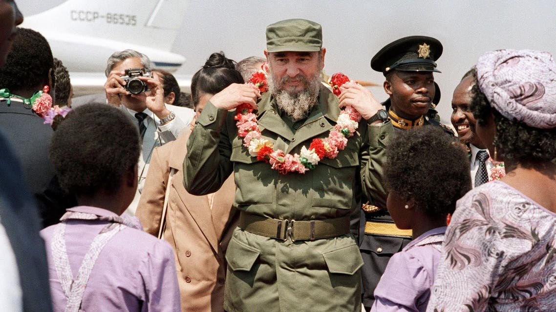 This file photo taken on August 31, 1986 shows Cuban President Fidel Castro arriving in Harare, for the 8th non-aligned summit in Zimbabwe. Cuban revolutionary icon Fidel Castro died late on November 25, 2016 in Havana, his brother announced on national television.  Dominique FAGET Alexander JOE / AFP