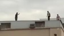 فيديو يحبس الأنفاس.. منعوه من الانتحار في آخر لحظة