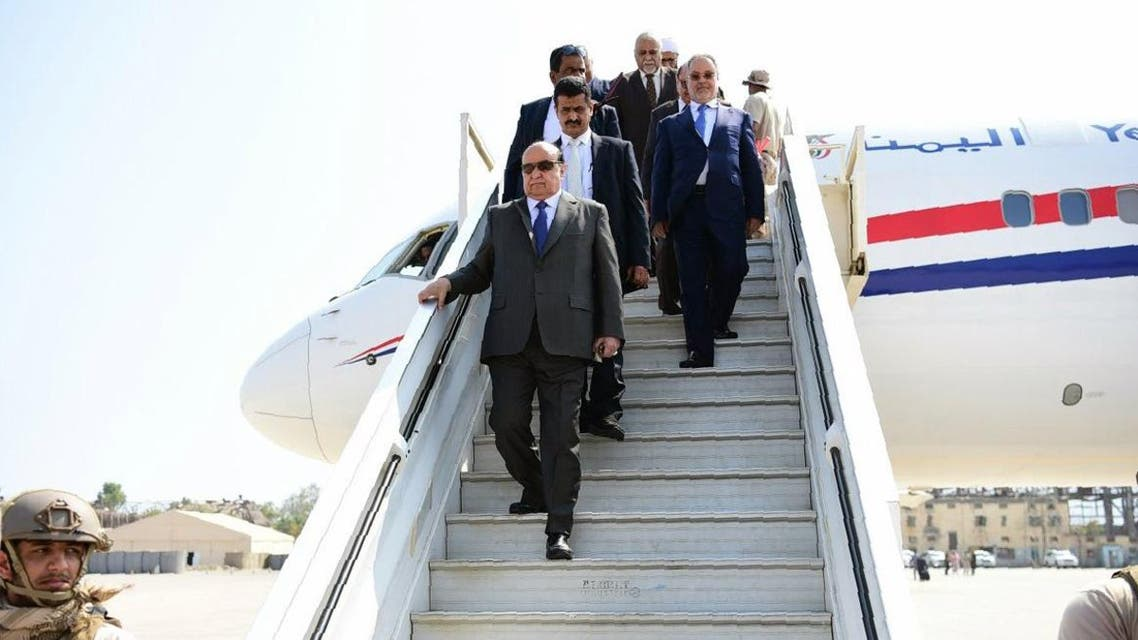 A handout picture released by the official Yemen News Agency (SABA) on November 26, 2016, shows Yemeni President Abedrabbo Mansour Hadi (C) disembarking from a plane upon his arrival at Aden airport. Hadi is expected to stay for a few days in the southern port city, which is still prey to frequent unrest 18 months after his loyalists drove out Iran-backed rebels with the support of a Saudi-led coalition. STRINGER / SABA / AFP