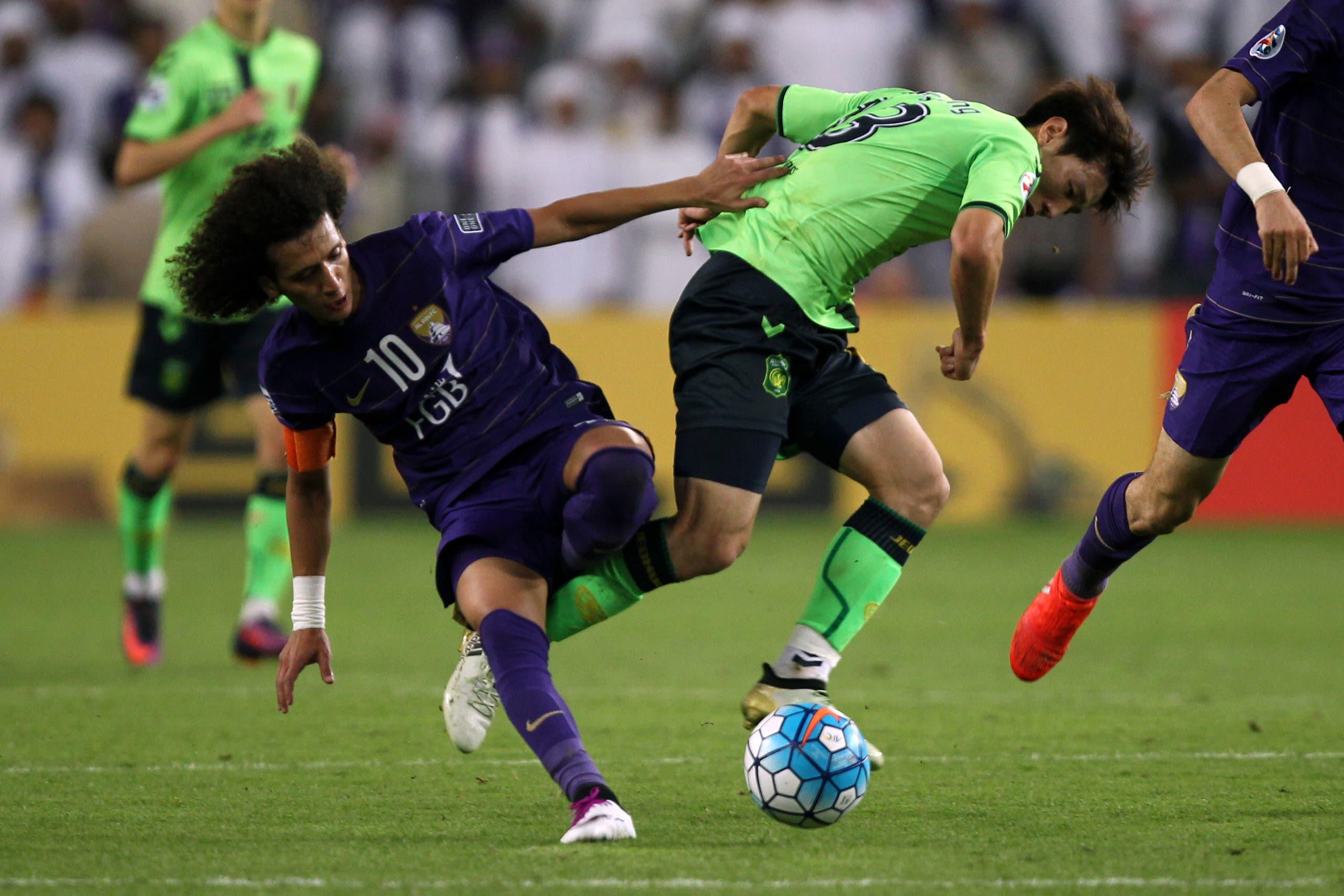 Jeonbuk's midfielder Kim Bo Kyung (R) is tackled by al-Ain's midfielder Omar Abdulrahman during their AFC Champions League final between UAE's Al-Ain and South Korea's Jeonbuk Hyundai Motors at the Hazza bin Zayed Stadium in Al-Ain on November 26, 2016. (AFP)