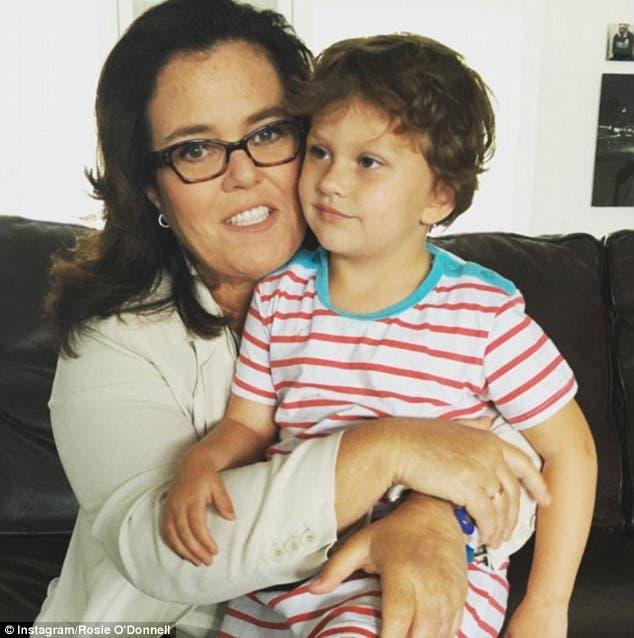 الممثلة الأميركية روزي أودونيل وابنتها المصابة بالتوحد