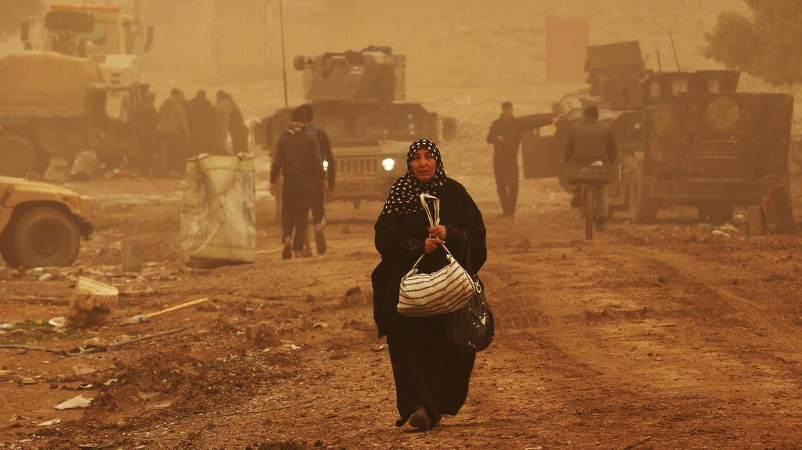 A displaced Iraqi woman, who fled Mosul due to the ongoing fighting between Iraqi forces and jihadists of the Islamic State (IS) group, arrives in the village of Gogjali, on the eastern outskirts of the main hub city, on December 2, 2016.  SAFIN HAMED / AFP