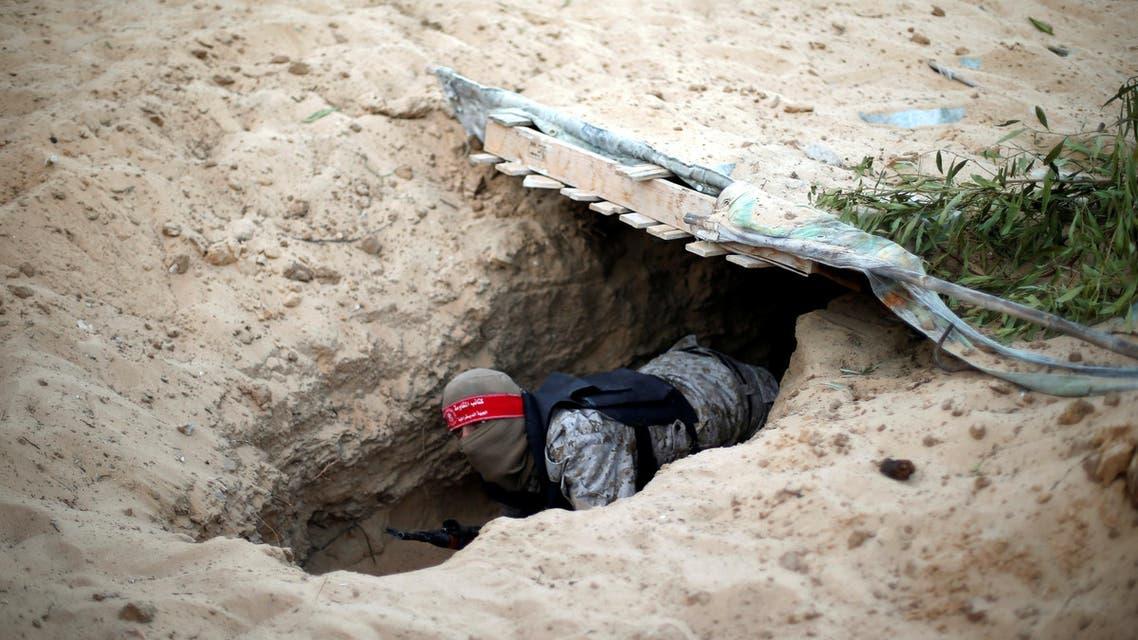 مقاتل يتدرب على الأنفاق في رفح غزة