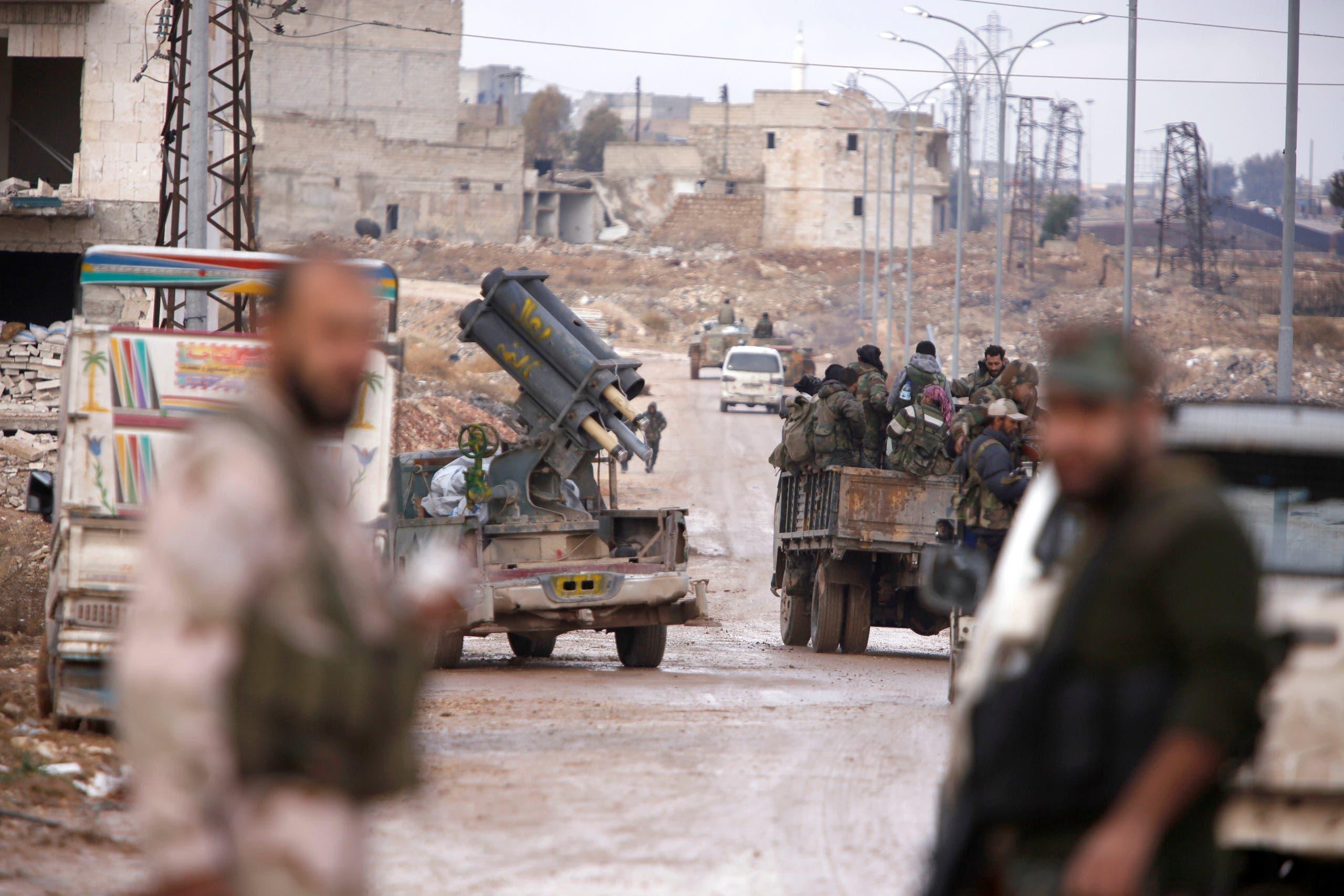 عناصر من جيش النظام السوري في مناطق سيطروا عليها مؤخراً في حلب