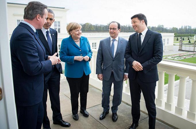 صورة في أبريل الماضي لزعماء 5 دول، ماتيو رينزي وفرنسوا هولاند وأنجيلا ميركل وباراك أوباما وديفيد كاميرون