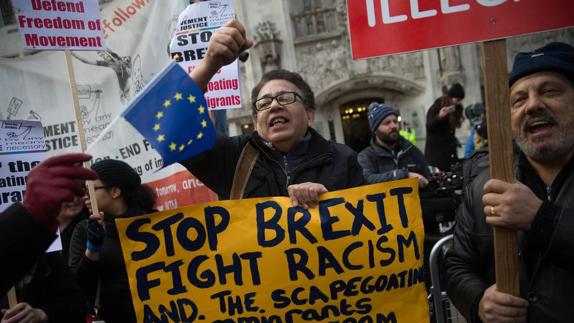 Anti-Brexit demonstrators protest outside the Supreme court building in London on the first day of a four-day hearing on December 5, 2016. The government of Prime Minister Theresa May will today seek to overturn a ruling that it must obtain parliamentary approval before triggering Brexit, in a highly-charged case in Britain's highest court. DANIEL LEAL-OLIVAS / AFP