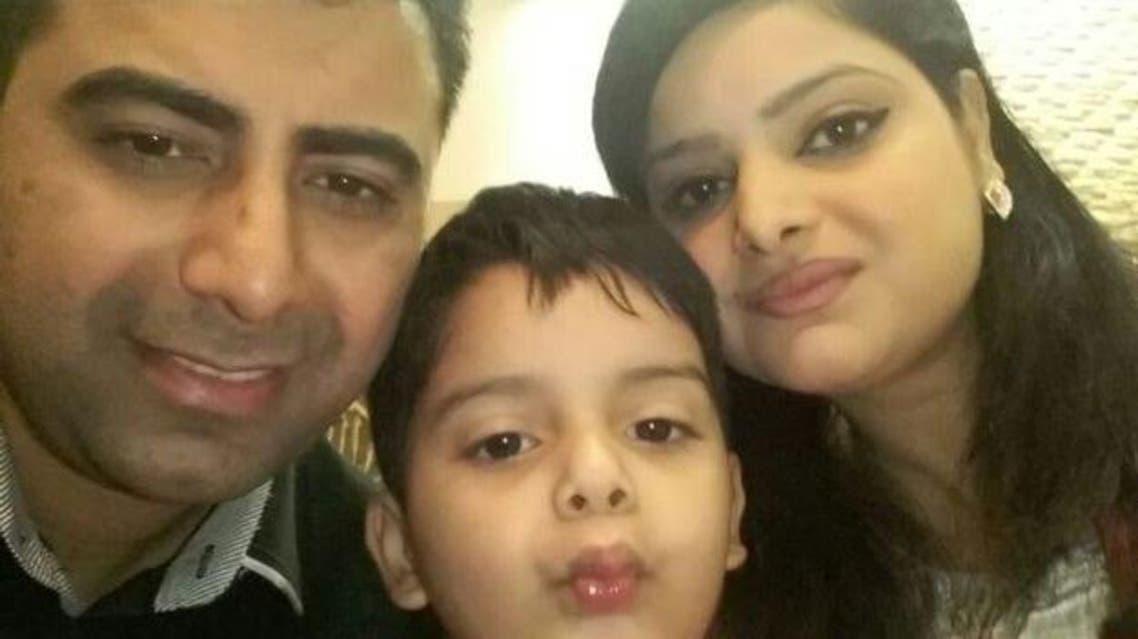أسماء عادل إحدى المضيفات مع عائلتها