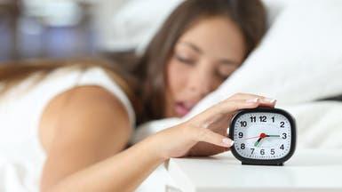 ما عدد الساعات الكافية للنوم ليلا وتأثيرها على الدماغ؟