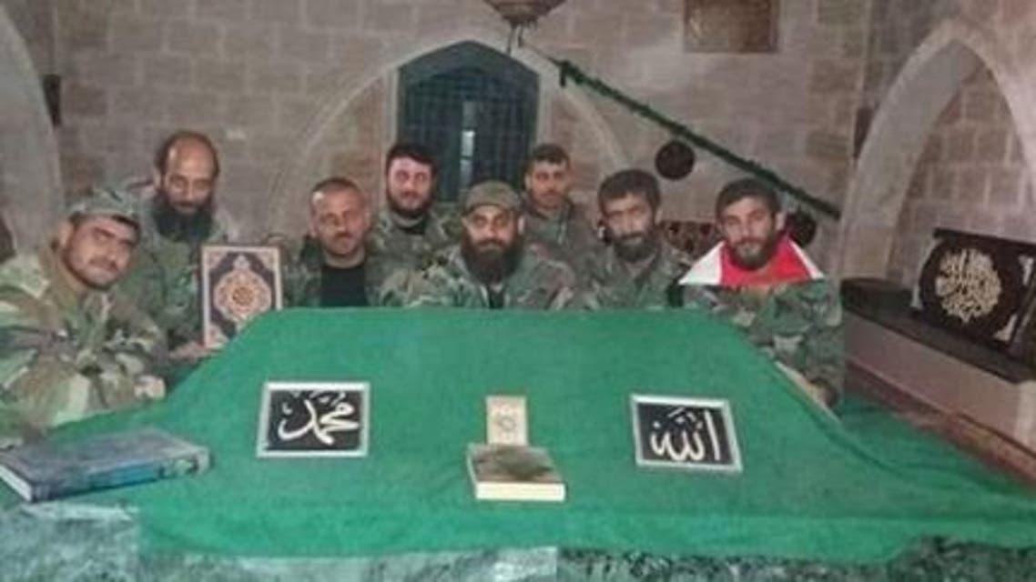 جنود الأسد يزورون قبر مؤسس الطائفة العلوية في حلب