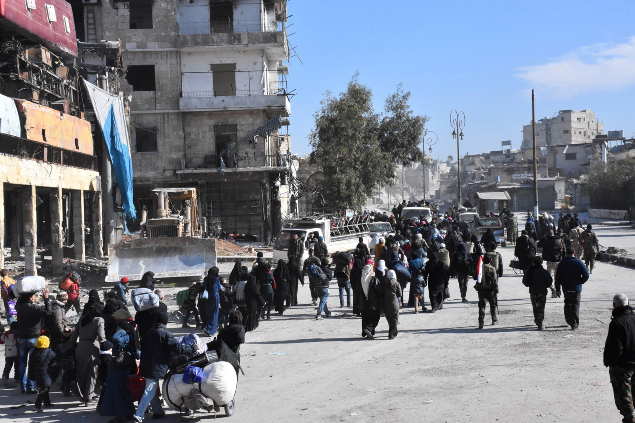 نازحون يتركون شرق حلب