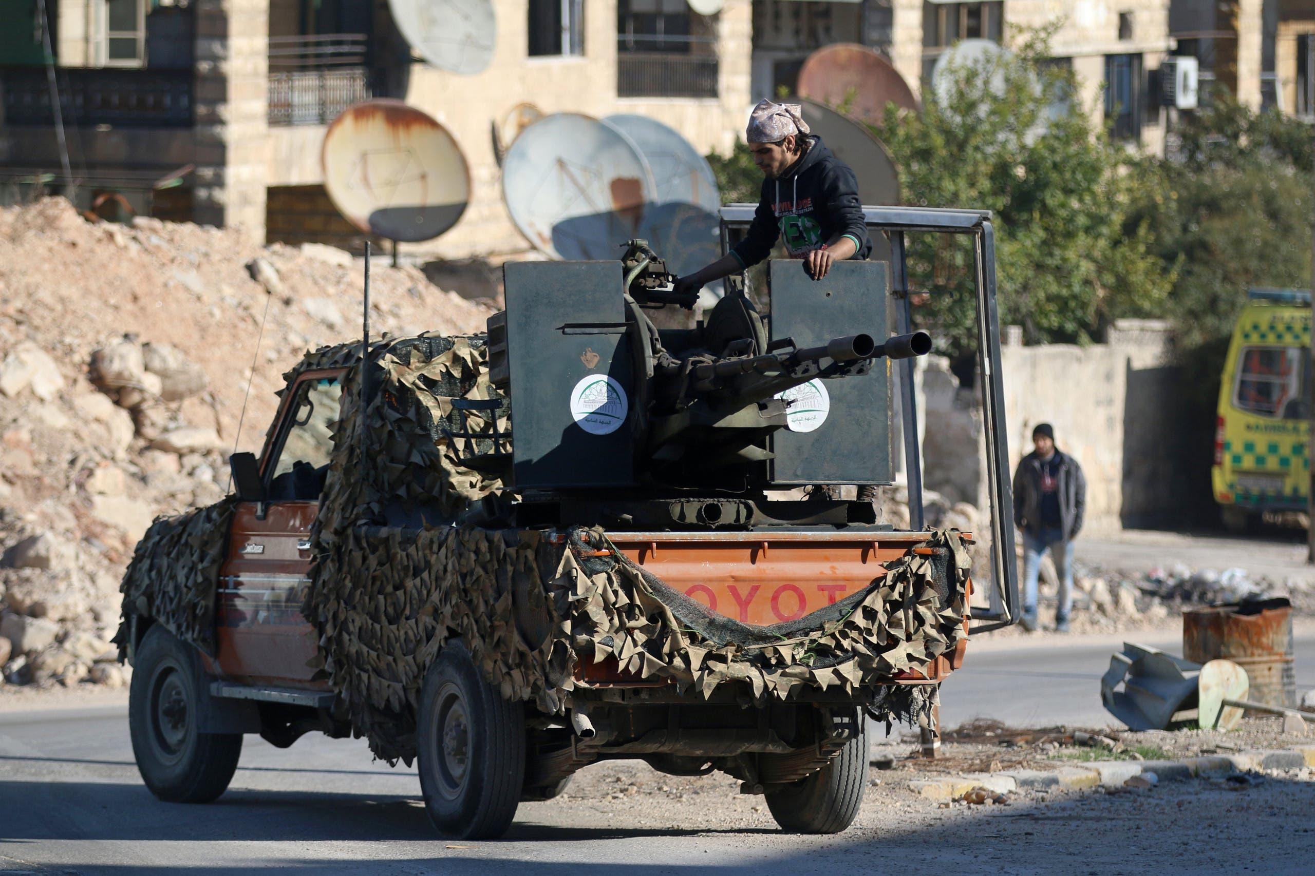 مقاتل من المعارضة السورية في شرق حلب