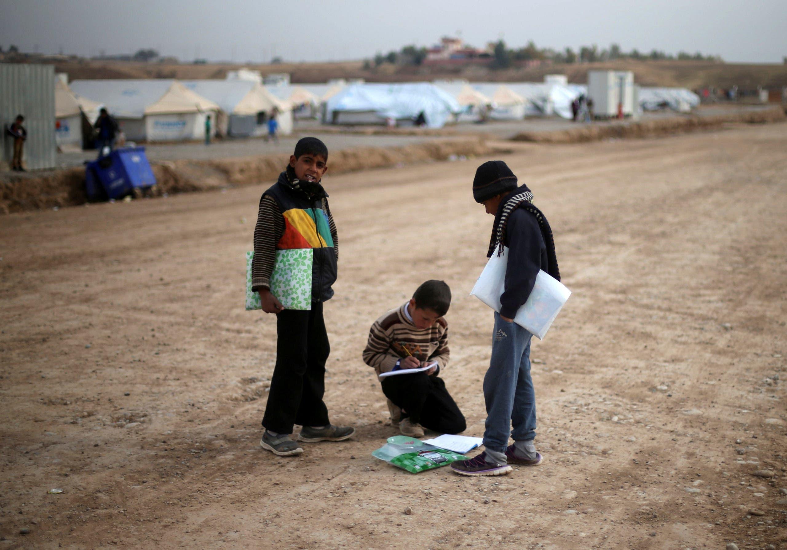أطفال من الموصل في مخيم للنازحين